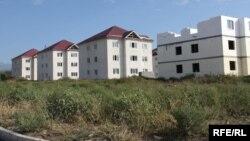 Практически весь жилой фонд, построенный в югоосетинской столице, нуждается в устранении недоделок и дефектов, допущенных строителями