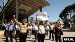 """Предвыборная акция протеста блока """"Азадлыг"""" в Баку, 5 июня 2010"""