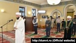 Президент Татарстана Рустам Минниханов в Галеевской мечети Казани. 31 июля 2020 г.