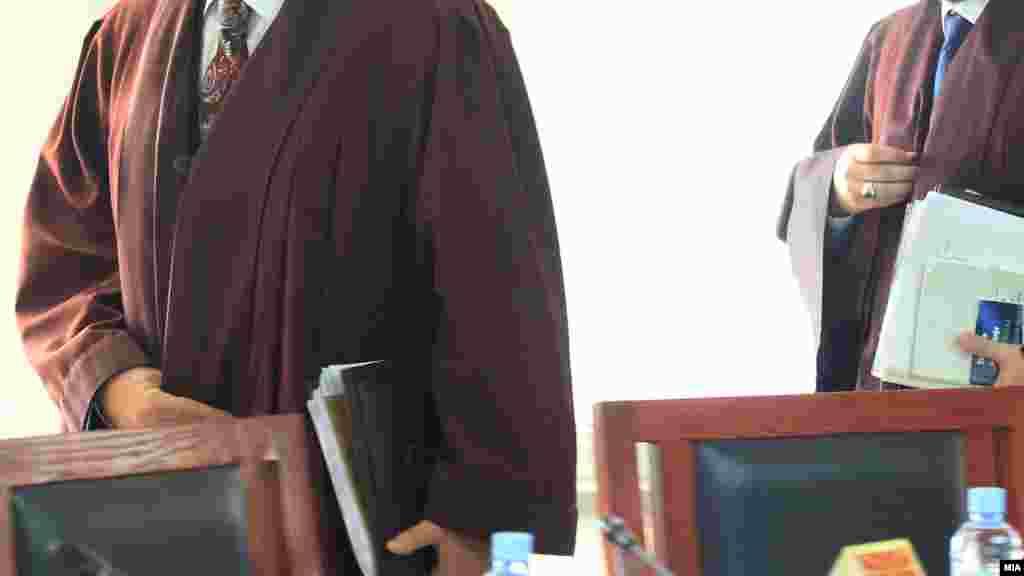 МАКЕДОНИЈА - Судски совет во допис до претседателите на судовите бара од нив во рок од една недела да му достават податоци за бројот на стари нерешени предмети и застарени случаи.