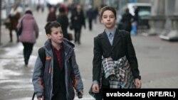 Люди на улицах Минска, апрель 2015 года