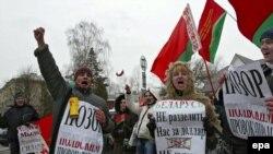 """По мнению белорусских властей, молодежи стоит читать поменьше """"сомнительной"""" литературы"""