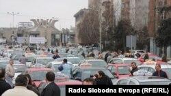 Скопје блокирано од протестот на таксистите