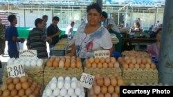 Продавщица яиц на одном из ташкентских рынков.