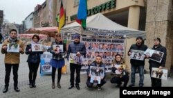 Almaniyada azərbaycanlıların etiraz aksiyası