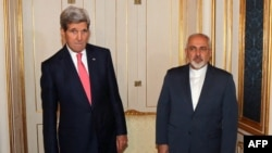 U.S. Secretary of State John Kerry (left) and Iranian Foreign Minister Mohammad Javad Zarif in Vienna (file photo)