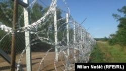 Փշալարերով պատված Սերբիա-Հունգարիա սահմանը, օգոստոս, 2015թ.