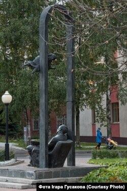 Помнік Марку Шагалу на пачатку вуліцы Пакроўскай