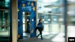 Впервые за последние два года в еврозоне отмечен и годовой экономический рост