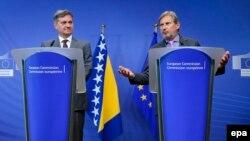 """Projektovanje """"evropskog imidža"""": Predsjedavajući Vijeća ministara Bosne i Hercegovine Denis Zvizdić i evropski komesar za proširenje Johannes Hahn na konferenciji u Briselu"""