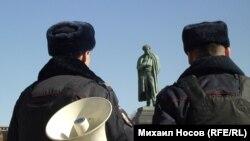 Сотрудники полиции на Пушкинской площади в Москве
