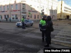 Архангельск, 31 октября 2018. Полицейское оцепление у здания ФСБ, где произошел взрыв