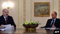 Президент Беларуссии Александр Лукашенко (слева) и президент России Владимир Путин. Ново-Огарево, Россия, 5 марта 2014 года.