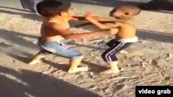 Фрагмент видео драки детей
