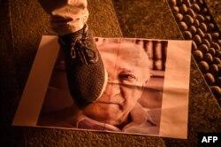 Сторонники Реджепа Эрдогана на митингах часто топчут ногами портреты Фетхуллаха Гюлена