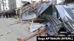 В Шида Картли стихия бушевала особенно яростно: только в Гори ветер снес крыши с 35 жилых корпусов, а в целом в районе повреждены 110 зданий