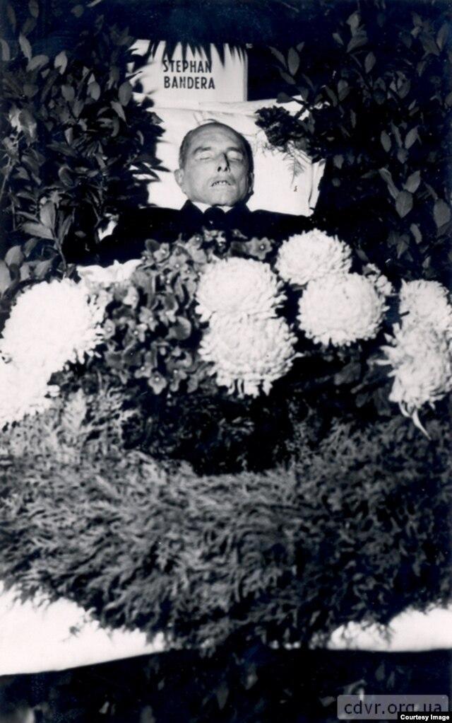 Посмертная фотография Степана Бандеры