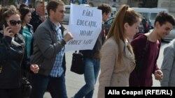 La un protest al profesorilor la Chișinău