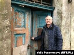 Виктор Салтановский в дверях своей тюрьмы