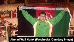 احمد ولي هوتک