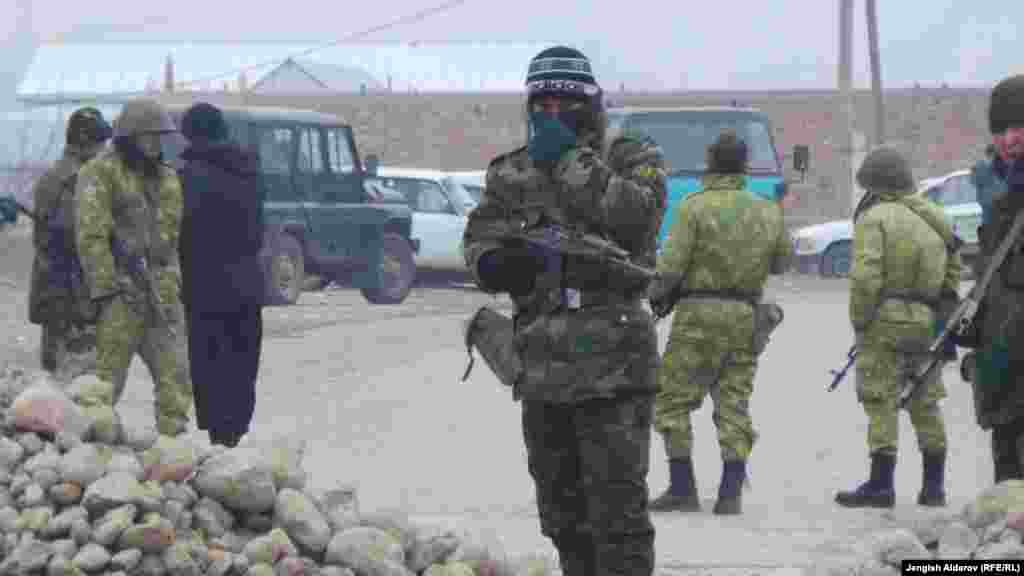 18 декабря Бишкек и Душанбе провели переговоры, связанные с цинидентом на таджикско-кыргызской границе. Вечером 17 декабря в приграничном кыргызском селе Ак-Сай в Баткенском районе произошла потасовка между гражданами Кыргызстана и Таджикистана. Ее причиной стал пожар в строении, расположенном в приграничной зоне и принадлежащем одному из граждан Кыргызстана.