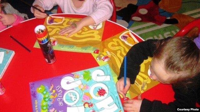Aktivitetet e fëmijëve në një çerdhe në Kosovë.