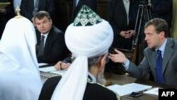 На встрече Дмитрия Медведева с лидерами религиозный конфессий в России, 21 июля 2009 г.
