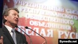 А.Радзькоў выступае на ўстаноўчай канфэрэнцыі Белай Русі