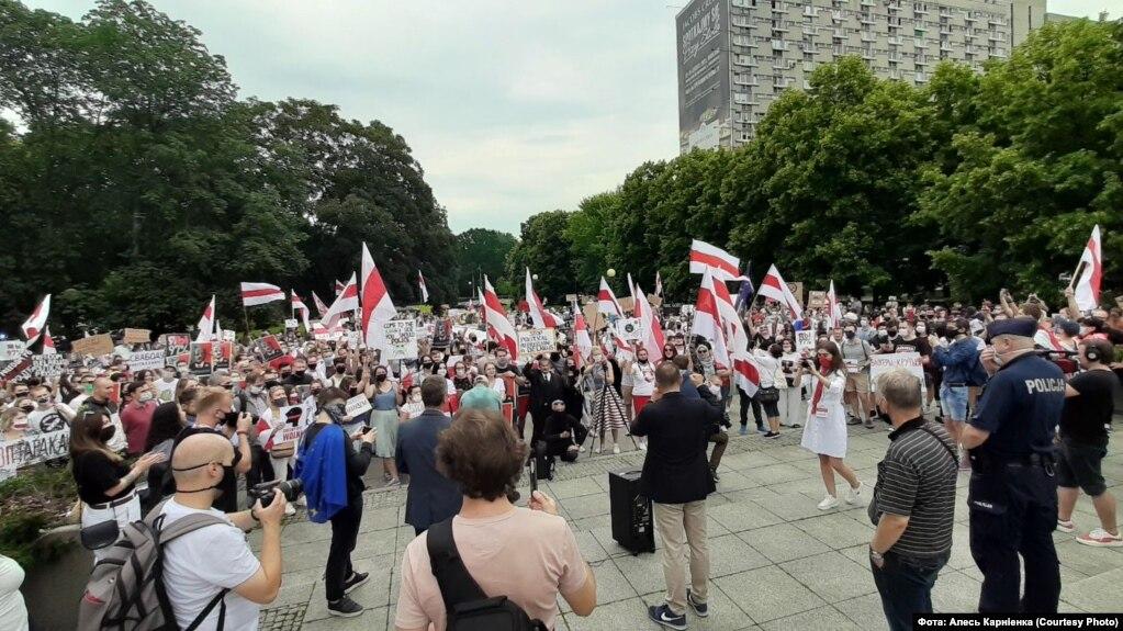 Марш салідарнасьці ў Варшаве. Фота з Фэйсбуку Алеся Карніенкі