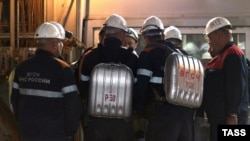 Rescue workers at the Mir mine on August 4