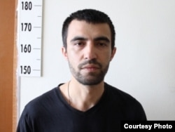 Jinoyatda ayblanayotgan o'zbek muhojirining Tyumenь politsiyasi rasmiy saytida e'lon qilingan surati