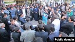 صحنهای از ممانعت از سخنرانی عبدالواحد موسوی لاری، وزیر کشور دولت محمد خاتمی، در ورامین