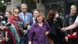 Прэзыдэнтка Беларускага ПЭН-цэнтру нобэлеўская ляўрэатка Сьвятлана Алексіевіч пасьля наведваньня Сьледчага камітэту, 26 жніўня 2020 году.