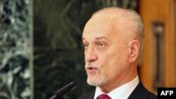نائب رئيس الوزراء حسين الشهرستاني، رئيس اللجنة الوزارية للنظر في مطالب المتظاهرين يتحدث في مؤتمر صحفي ببغداد