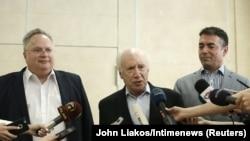 Ministri i Jashtëm grek, Nikos Kotzias, i dërguari i OKB-së Nimetz dhe shefi i diplomacisë maqedonase, Nikola Dimitrov