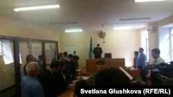 Әліби Жұмағұловтың соққыға жығылуына қатысты істі қараған сот үкім шығарып тұр. Астана, 7 тамыз 2015 жыл.