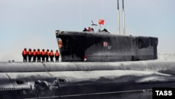 """""""Владимир Мономах"""" атом сүңгуір қайығы Солтүстік флоттағы Гаджиево базасында."""