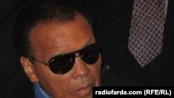 محمد علی کلی در باشگاه ملی مطبوعات آمریکا خواستار آزادی دو شین بائر و جاش فتال شد.