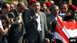 Новапрызначаны прэм'ер Эгіпту Есам Шараф, выступае сёньня на масавым мітынгу ў Каіры.