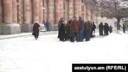 Сотрудники завода «Наирит» вновь собрались перед зданием правителсьтва, Ереван, 26 января 2017 г.