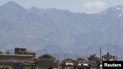Баграм базасынын кире беришинде жанкечти жардыруу жасаган жер. 2010-жылдын 19-майы.