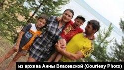 Семья Власевских, обвиненных в нападении на следователя