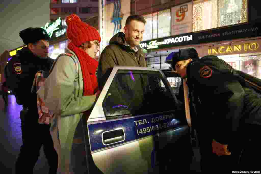 Navalny being detained after leaving a radio station in Moscow in January 2015. Shortly before, Navalny had snipped off an electronic bracelet he was required to wear while under house arrest for his 2014 suspended sentence.