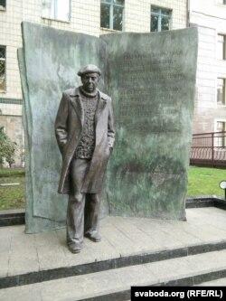Помнік Уладзімеру Караткевічу ў Кіеве