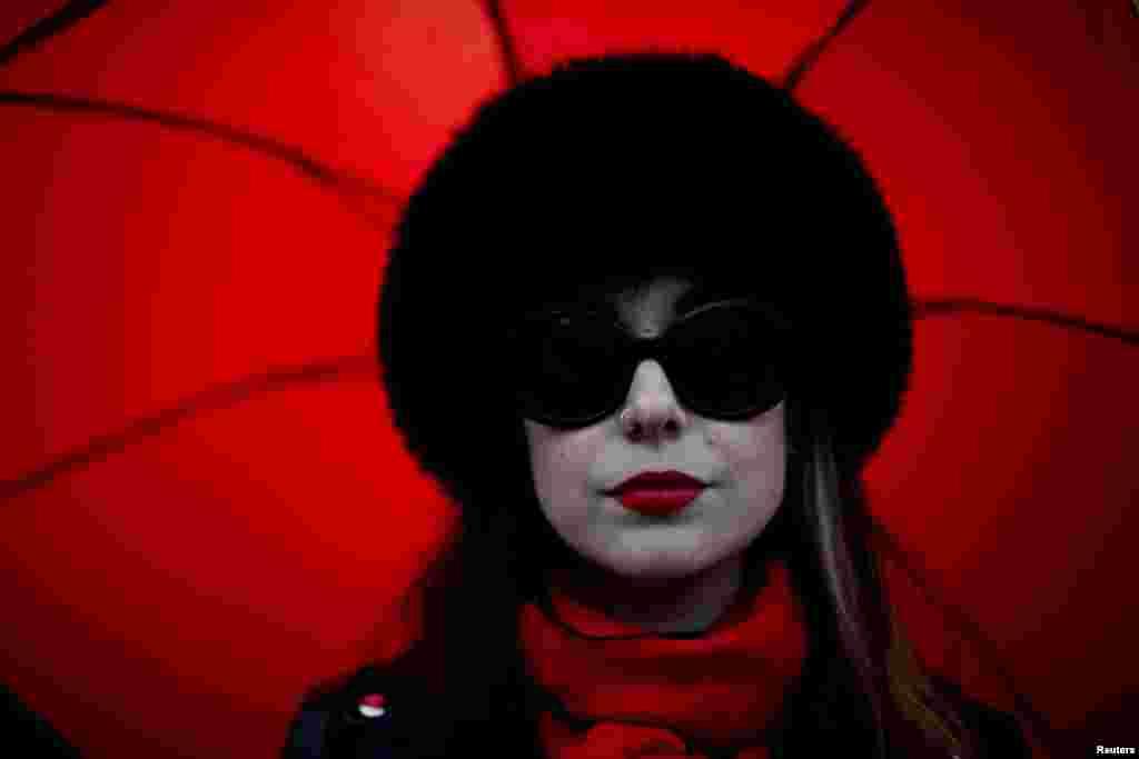 Жена от шествието по случай Международния ден на жената в Ню Йорк.