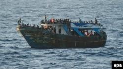 Փախստականների տեղափոխող նավ Միջերկրական ծովում, արխիվ