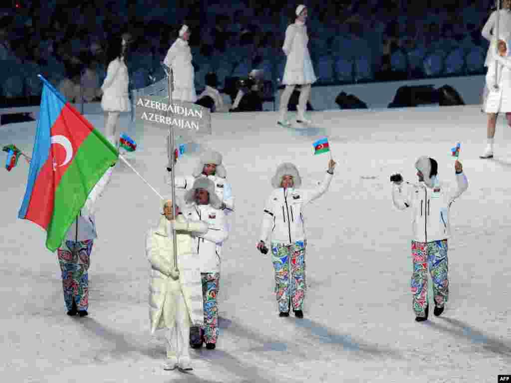 Наибольшие награды предлагает Азербайджан, отправляющий в Сочи четырех спортсменов. Мало кто ожидает увидеть их на подиуме, но в случае успеха их ждут 510 тысяч долларов за золото, 255 тысяч долларов за серебро, 130 тысяч долларов - за бронзу.