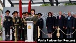 Аляксандар Лукашэнка выступае з трыбуны падчас параду 9 траўня 2020 году ў Менску