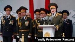 Президент Лукашенко виступає на параді у Мінську. 9 травня 20202 року