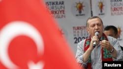 Premierul Tayyip Erdogan la un meeting electoral